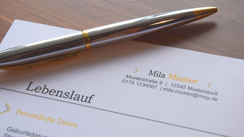 Working in Switzerland - Application file with employment contract