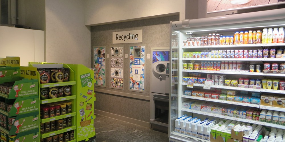 Recyclingcontainer im Coop